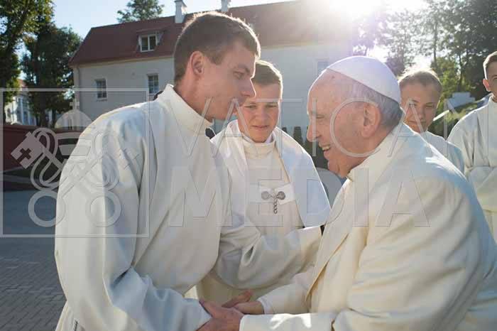 Popiežiaus Pranciškaus mintys apie maldą, misiją ir Mergelę Mariją